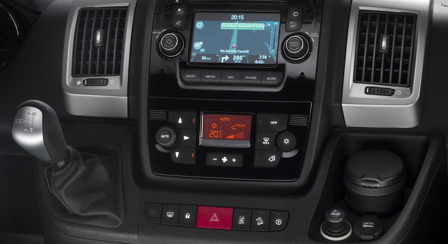 dettaglio-clima-e-radio-silver_Zoom